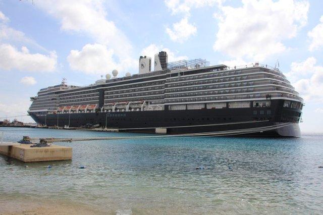 m_Cruise ship
