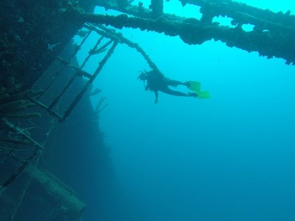 m_susie diving wreck3
