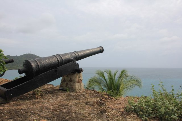 m_Canon Warwick Fort3
