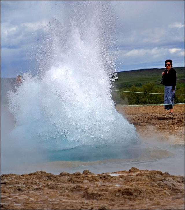 4038-strokkur-erupting