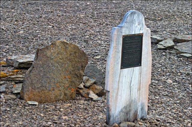 4687-john-hartnells-grave