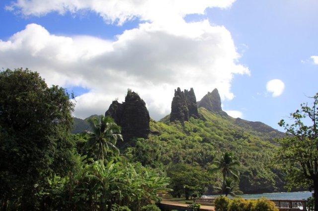 m_Hatiheu rock spires2