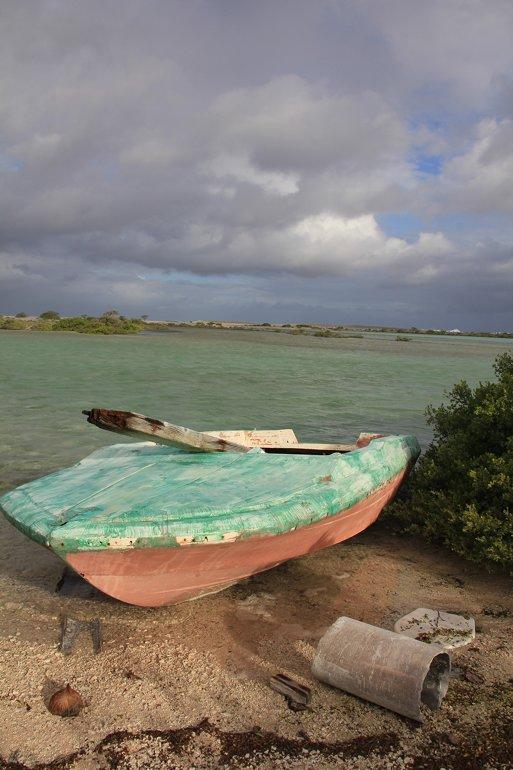 m_Abandoned boat S Kauehi