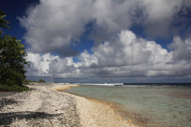 m_Fakarava S Pass boat on reef (3)