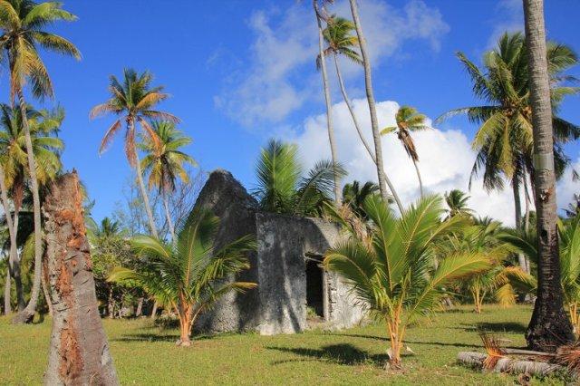 m_Fakarava Tetamanu ruins 2